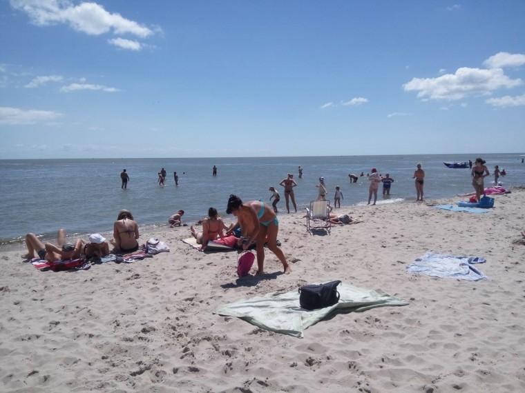 Пляж  море  База отдыха  Рось   Затока  Украина  время 11:00  14 июля 2017