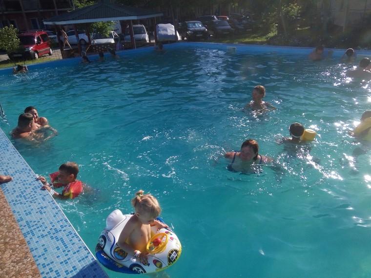Бассейн  База отдыха  Рось   время 12:25  12 июля 2017
