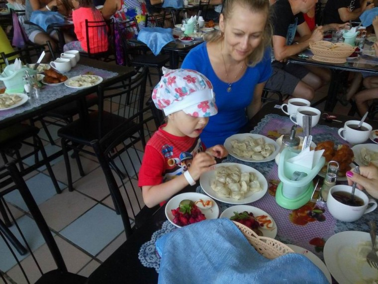 Столовая  ужин  База отдыха  Рось   время 19:10  14 июля 2017