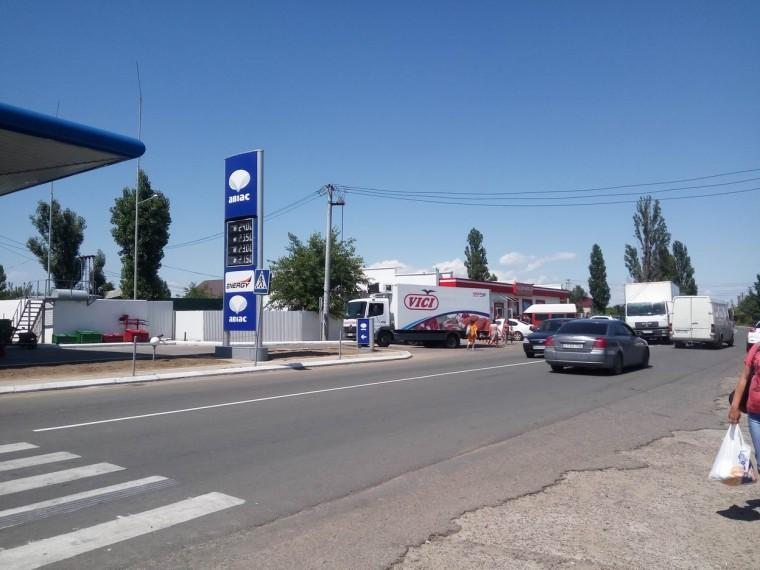 Супермаркет  Таврия-B   остановка  Солнечная  поселок Затока  Украина  время 16:45  14 июля 2017
